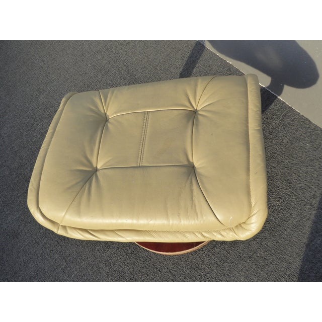 Vintage Mid Century Modern Yellow Cream Leather Ottoman For Sale In Los Angeles - Image 6 of 10