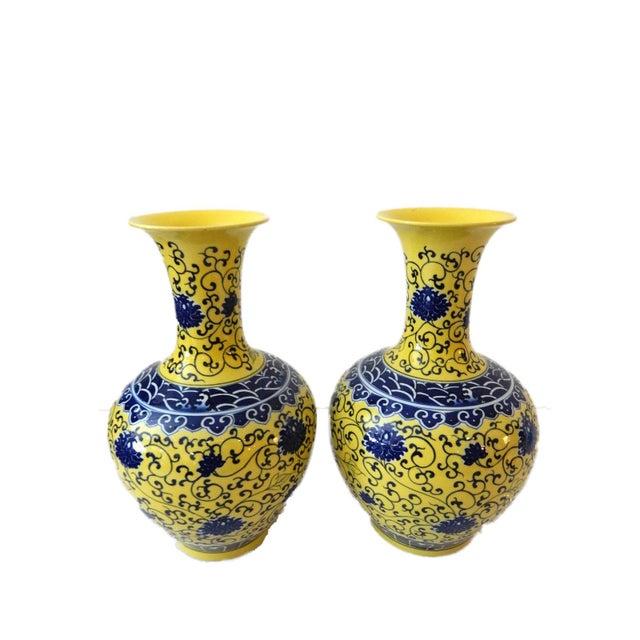 Famille Jaune Porcelain Onion Shape Pair of vases - Image 6 of 8