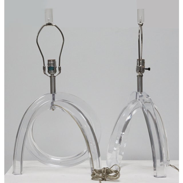 Dorothy Thorpe Dorothy Thorpe Lucite Pretzel Lamps - A Pair For Sale - Image 4 of 8