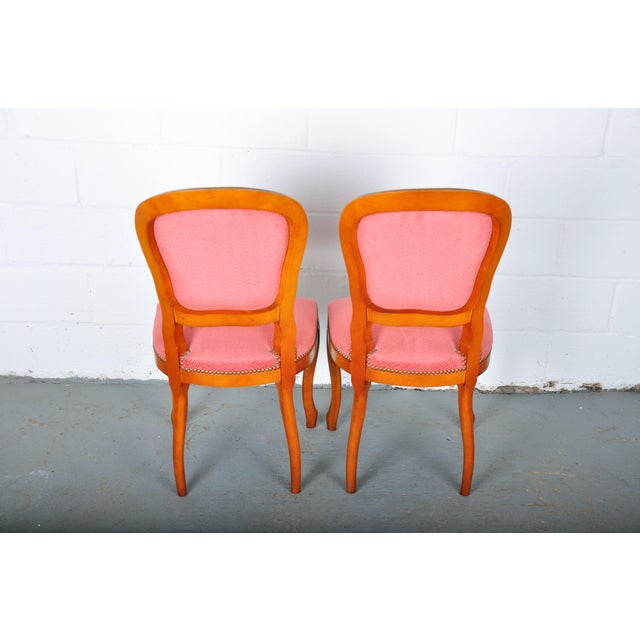 1950s Pair of Vintage French Louis XV Maple Dining Chairs W/ Off-Red Herringbone Wool Upholstery For Sale - Image 12 of 13
