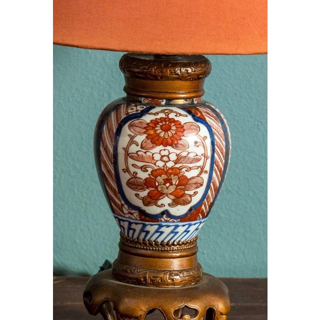 Asian Pair of Chinese Export Vase Lamps For Sale - Image 3 of 5