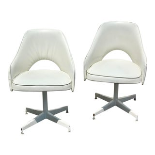 Knoll Styled Saarinen Swivel Chairs - a Pair For Sale