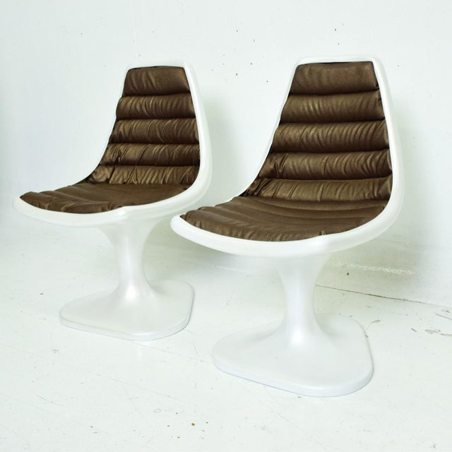 Sculptural Atomic Mid Century Modern Pair of Side Chairs in Fiberglass For Sale In San Diego - Image 6 of 10