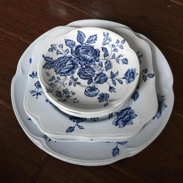 Made in England by Johnson Bros. this set is in the gorgeous Elizabeth blue pattern. The set includes four dinner plates,...