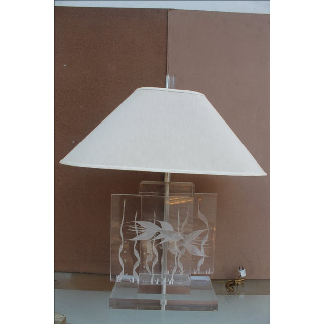 Vintage Art Fish Aquariums Figures Lucite Table Lamp - Image 2 of 11