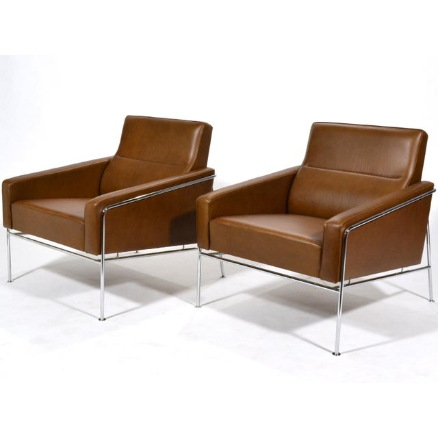 Pair of Arne Jacobsen Series 3300 Lounge Chairs - Image 2 of 11