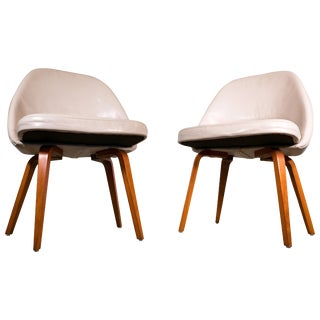 Pair of Saarinen Lounge Chairs For Sale
