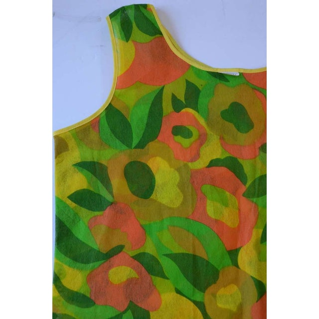 Mid-Century Modern 1960s Floral Print Paper Dress For Sale - Image 3 of 6