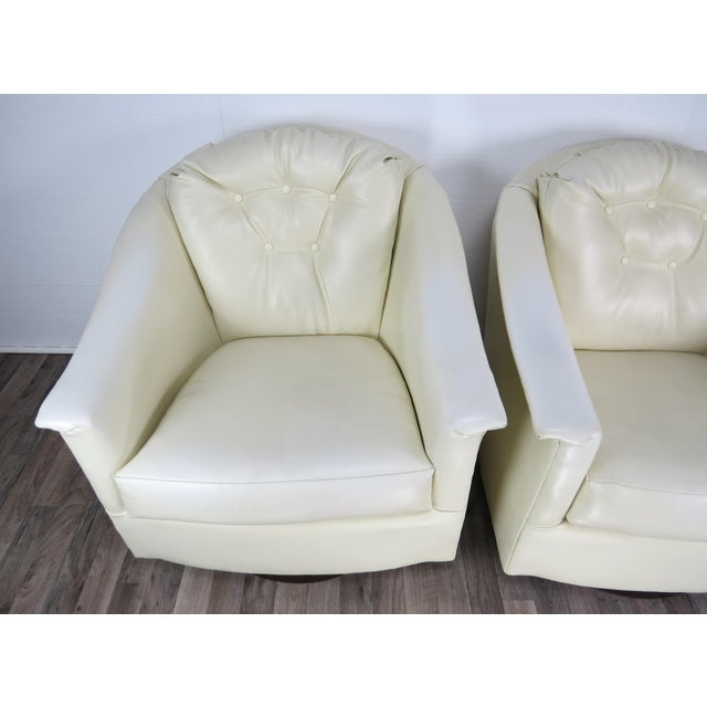 1970s Mid-Century Modern White Vinyl Swivel Chairs - a Pair For Sale In Chicago - Image 6 of 13