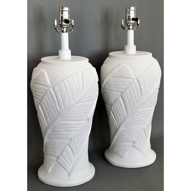 Serge Roche White Plaster Palm Leaf Lamps - a Pair - Vintage Mid Century Modern Tropical Coastal Palm Beach Banana Tree Nautical For Sale - Image 4 of 12