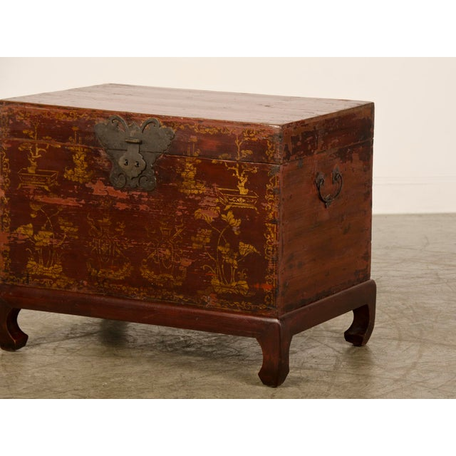 Red Lacquer Antique Chinese Trunk Kuang Hsu Period circa 1875 For Sale In Houston - Image 6 of 11