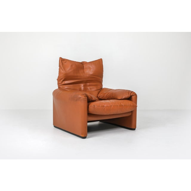 Beige 1970s Maralunga Cognac Leather Club Chairs by Vico Magistretti for Cassina - a Pair For Sale - Image 8 of 11