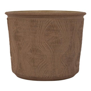 """Robert Maxwell Studio Pottery Planter with Incised """"Teardrop Sunburst"""" Detail For Sale"""