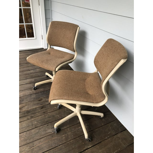 Steelcase Vintage Steel Case Knoll Inspired Teed Chairs a Pair For Sale - Image 4 of 8