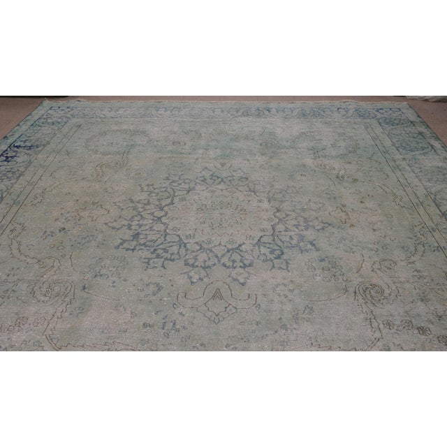 Vintage Persian Kerman rug with natural colors and soft hand spun wool with medallion pattern.