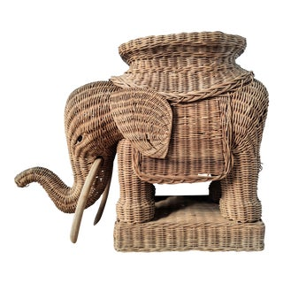 20th Century Italian Wicker Elephant Stool Table For Sale