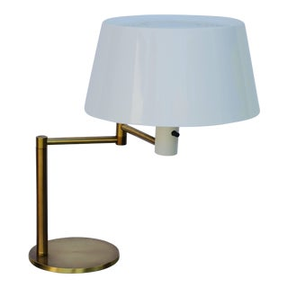 Impeccable Extendable Arm Lamp by Gerald Thurston for Lightolier For Sale