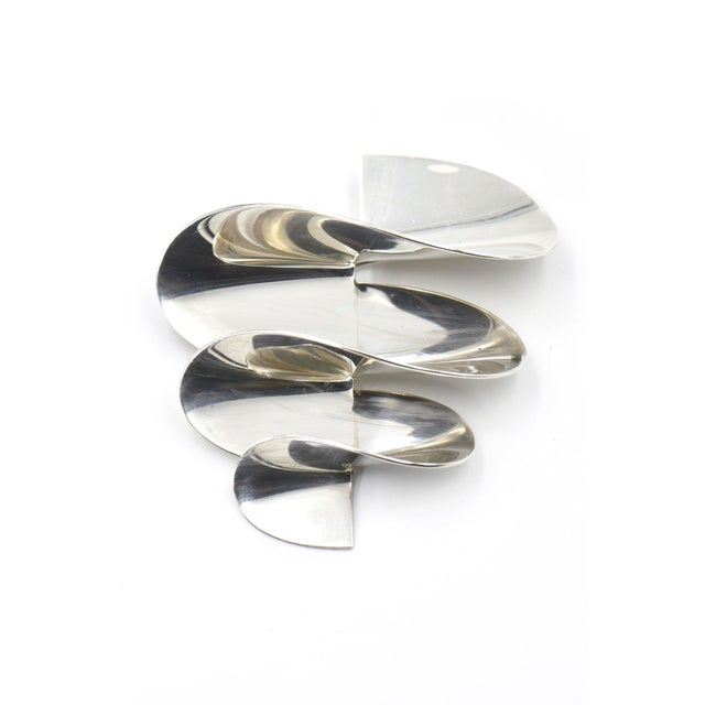 Silver Modernist 3d Mexican Sterling Swirl Brooch For Sale - Image 8 of 8