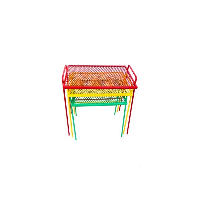 1950s Mid-Century Salterini Metal Nesting Tables || Set of 3 Red, Yellow, Green Indoor/Outdoor Versatile Accent Furniture For Sale - Image 5 of 11