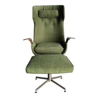 Mid Century Modern Plycraft George Mulhauser Mr Chair Refinished Reupholstered Eames Style Lounge Chair and Ottoman - Green Walnut Chair For Sale
