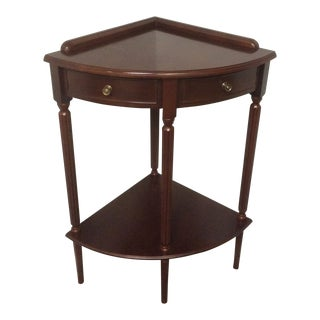 1990s Traditional Bombay Company 2-Tiered Mahogany Federal Corner Table For Sale