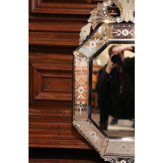 Early 20th Century Italian Octagonal Venetian Mirror With Painted Floral Etching For Sale - Image 4 of 10