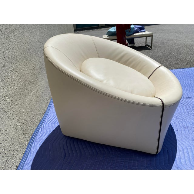 2004 pair of Minotti white Leather cream Capri chairs with matching round ottoman. Made in Italy. great condition. The...