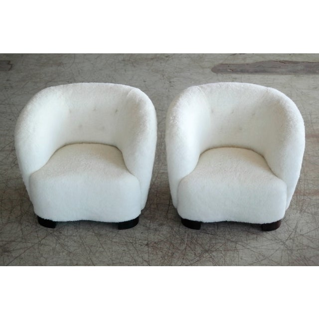 Art Deco Danish 1940s Pair of Viggo Boesen Style Lounge or Club Chairs in Lambswool For Sale - Image 3 of 9