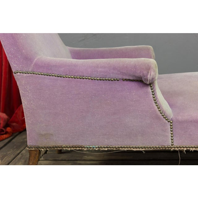 French Faded Lavender Velvet Chaise For Sale In New York - Image 6 of 11
