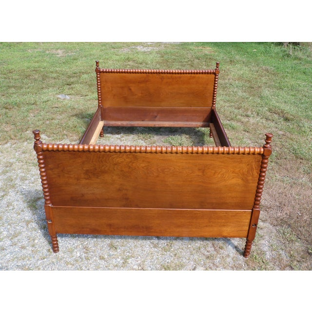 Traditional Antique Solid Hardwood Double Full Size Jenny Lind Spool Bed Tulip Finial Daybed For Sale - Image 3 of 13