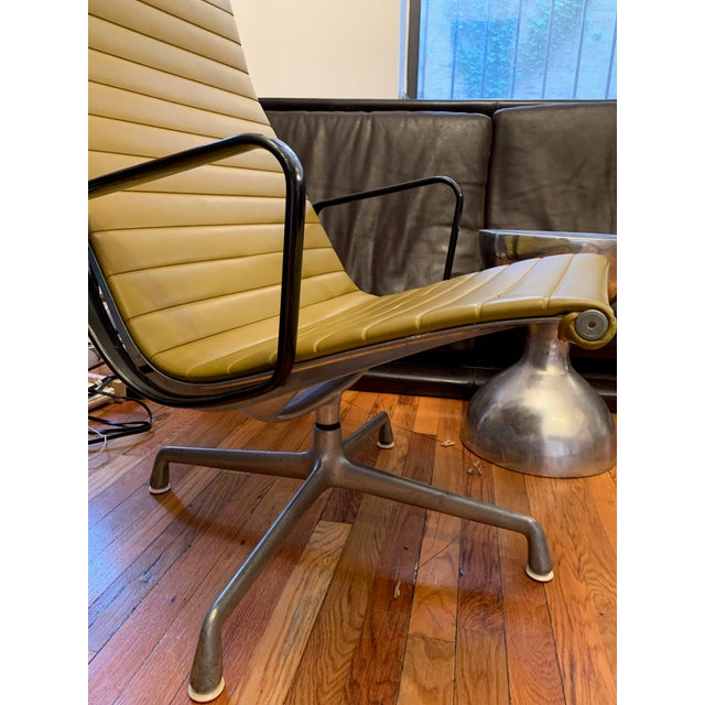 Mid-Century Modern 1950s Vintage Eames Olive Green Swivel Lounge Chairs- A Pair For Sale - Image 3 of 8