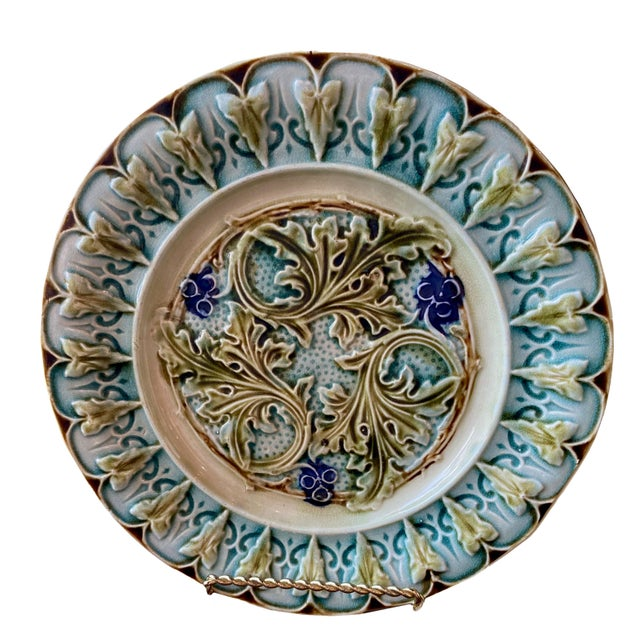 Majolica Antique French Acanthus Leaf Plates - a Pair For Sale - Image 4 of 5