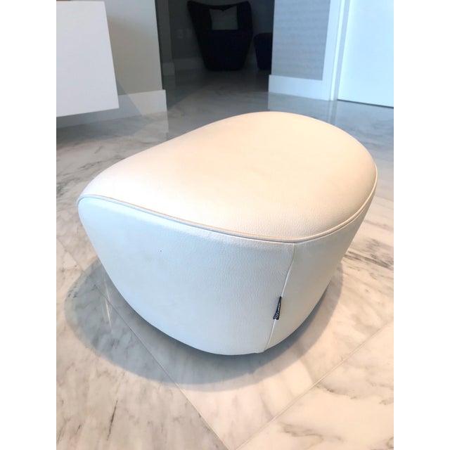 Edito Modernist White Leather Ottoman by Roche Bobois For Sale In Miami - Image 6 of 11
