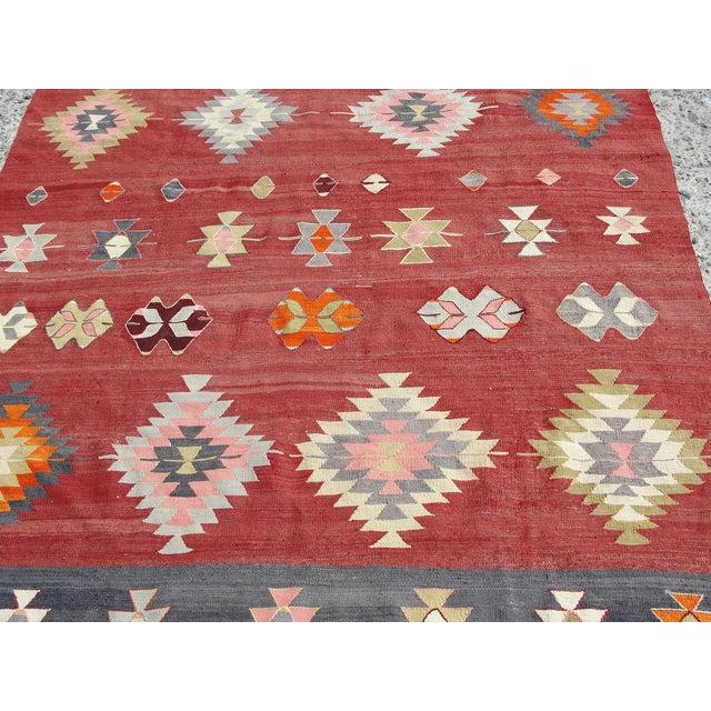 """Vintage Handmade Turkish Kilim Rug - 5'7"""" x 10'5"""" - Image 9 of 11"""