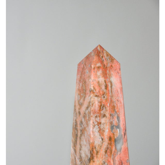 A stately obelisk made of pink marble. This piece will add a touch of elegance to any room. In excellent condition.