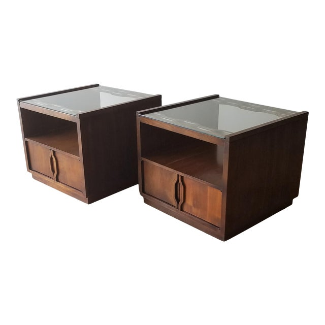 Vintage Mid-Century Modern Walnut Side Tables With Glass Tops - a Pair For Sale