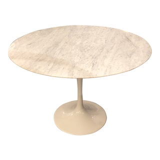 Mid-20th Century Style Round White Carrara Marble Tulip Table For Sale