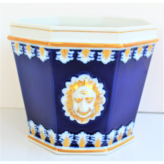 Hollywood Regency Vintage Mottahedeh Cobalt & White Neoclassical Cachpot For Sale - Image 3 of 12