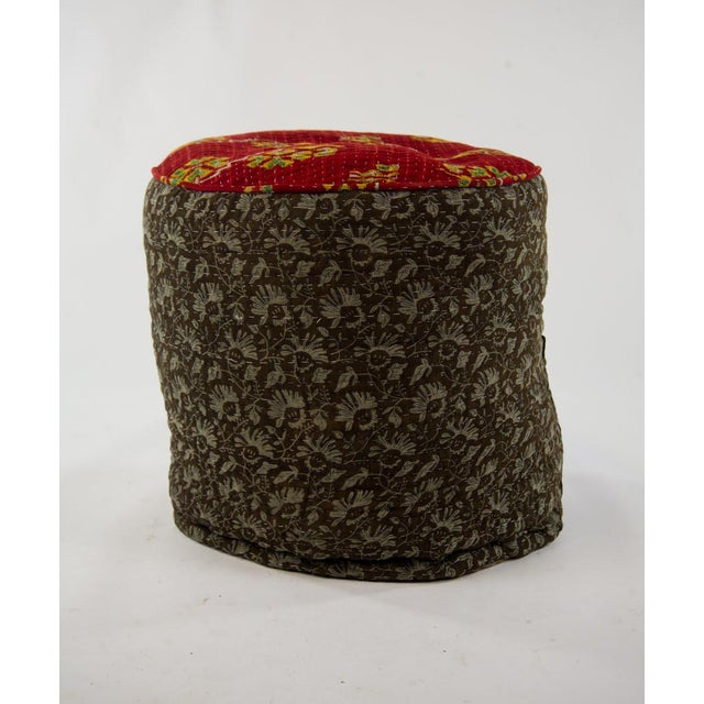This Kelly pouf slams some glam on the Boho style. There's a retro feel to these jute and cotton poufs. There's a rainbow...