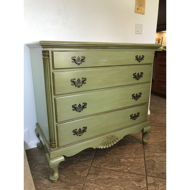 Beautiful vintage painted coastal farmhouse style chest of drawers by Kling Furniture Co. It has been previously painted...