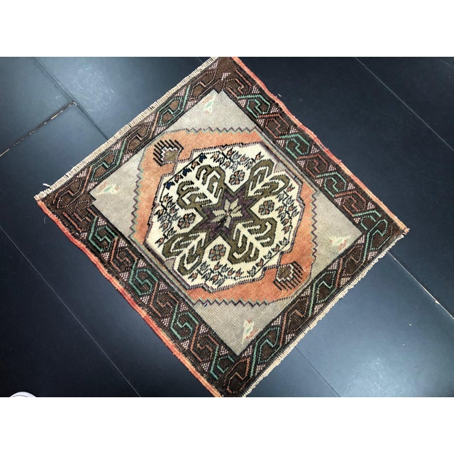Vintage Turkish Handmade Gray and Beige Small Rug For Sale - Image 4 of 6