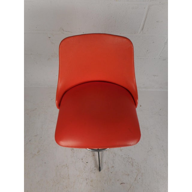 Set of Four Mid-Century Modern Swivel Bar Stools For Sale In New York - Image 6 of 13