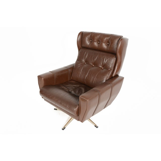 High Back Brown Leather Swivel Lounge Chair - Image 4 of 10