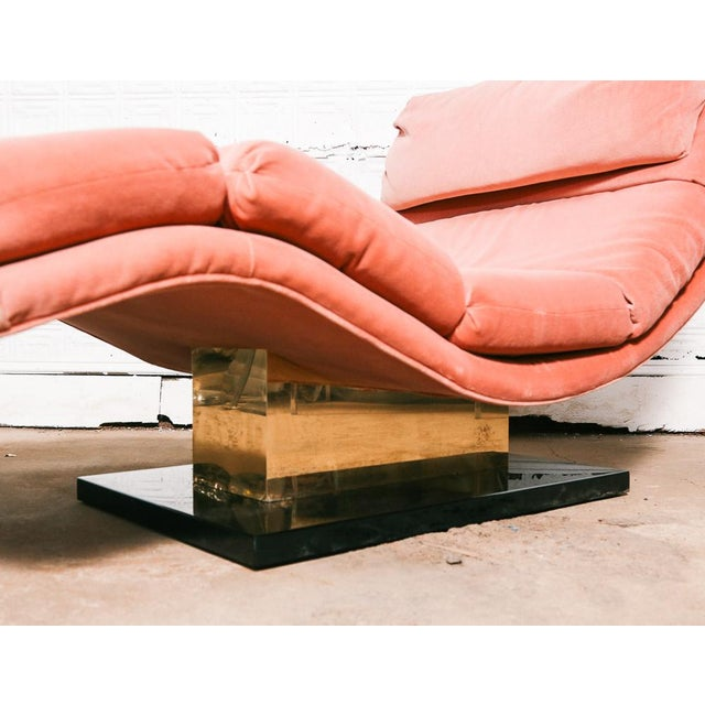 Pink Velvet and Brass Chaise Longue For Sale In New York - Image 6 of 10