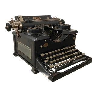 Antique Royal No. 10 Typewriter With Single Glass Panel (C. 1920s) For Sale