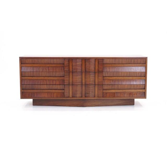 Mid-Century Modern Lane Sculptural/Brutalist Nine-Drawer Walnut Dresser For Sale - Image 3 of 9