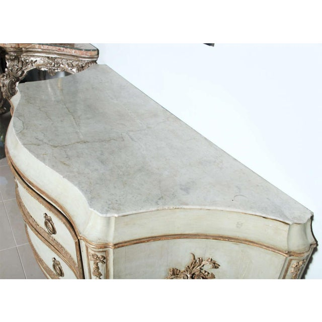 Important Italian Neoclassic Painted and Parcel-Gilt Commode For Sale - Image 9 of 9