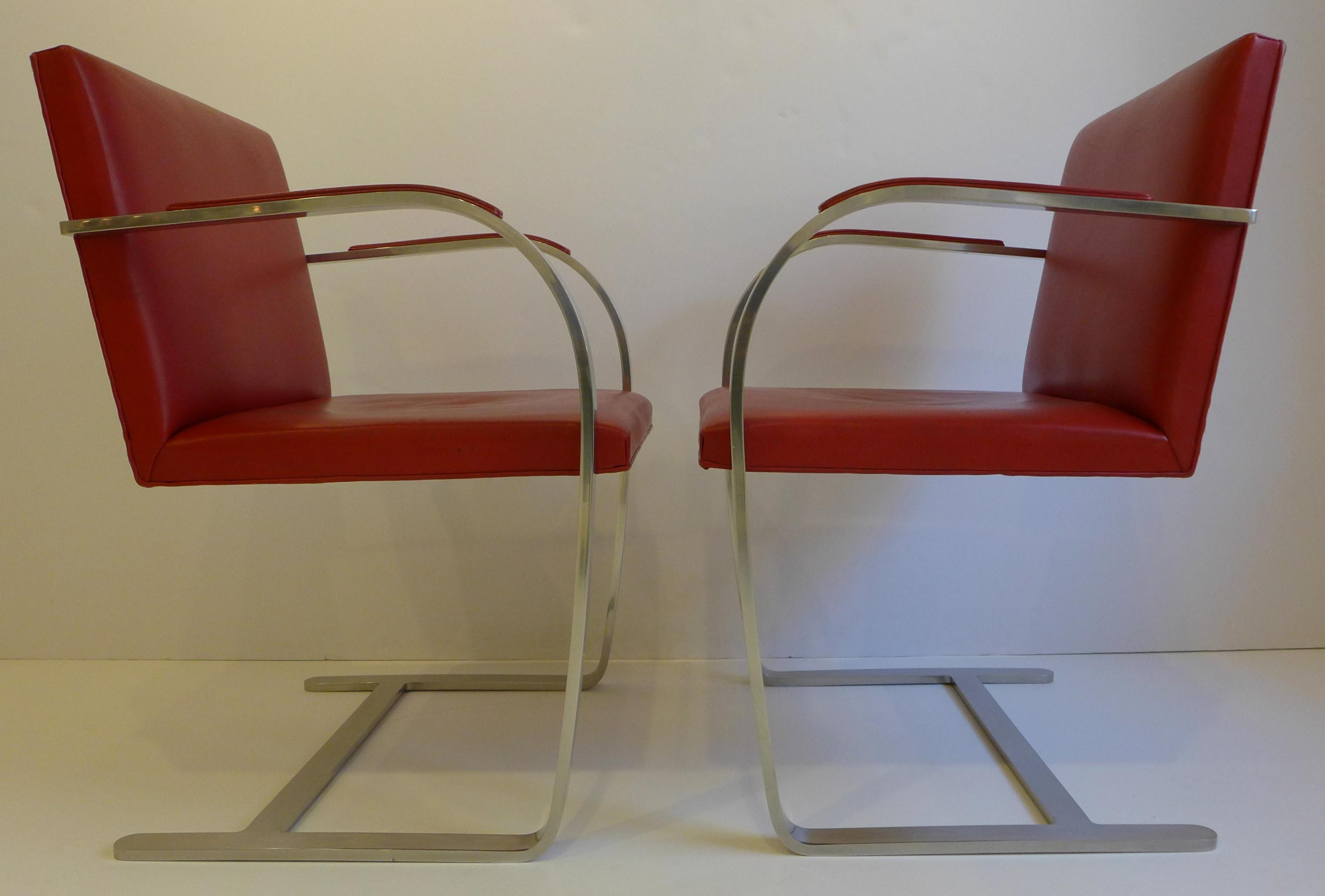 Beau Knoll International Vintage Pair Of Knoll Brno Chairs In Red Leather For  Sale   Image 4