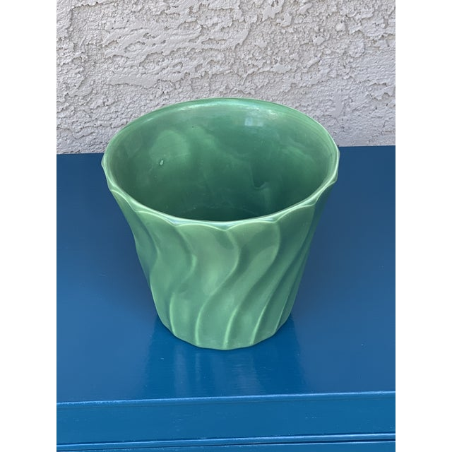 """Vintage Bauer Pottery 6"""" flower pot in a gorgeous green. Makers mark on bottom of pot. Made in Los Angelos"""