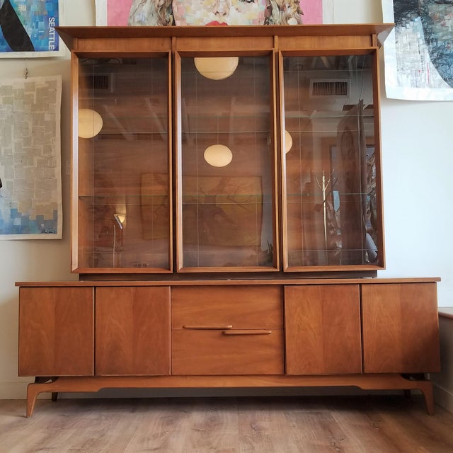 Vintage Mid-Century Modern Display Cabinet With Bi-Fold Doors For Sale - Image 13 of 13